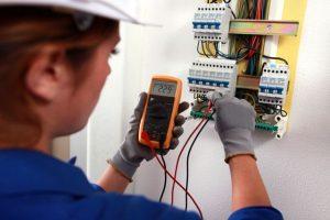 Thợ sửa điện chập