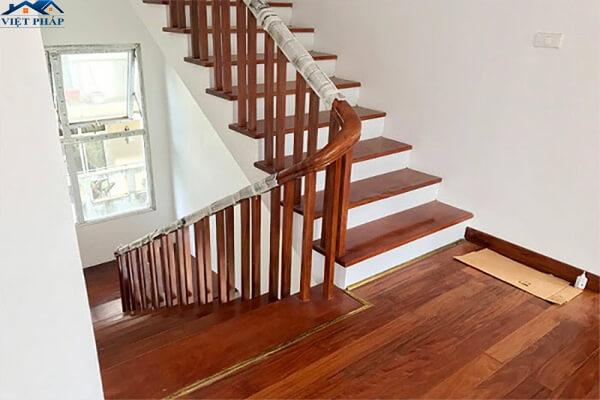 Tay nắm cầu thang bằng nhựa giả gỗ